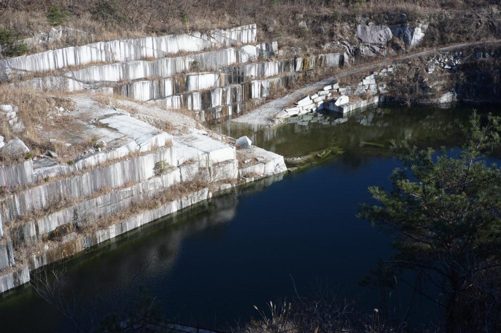 採石場の水たまり