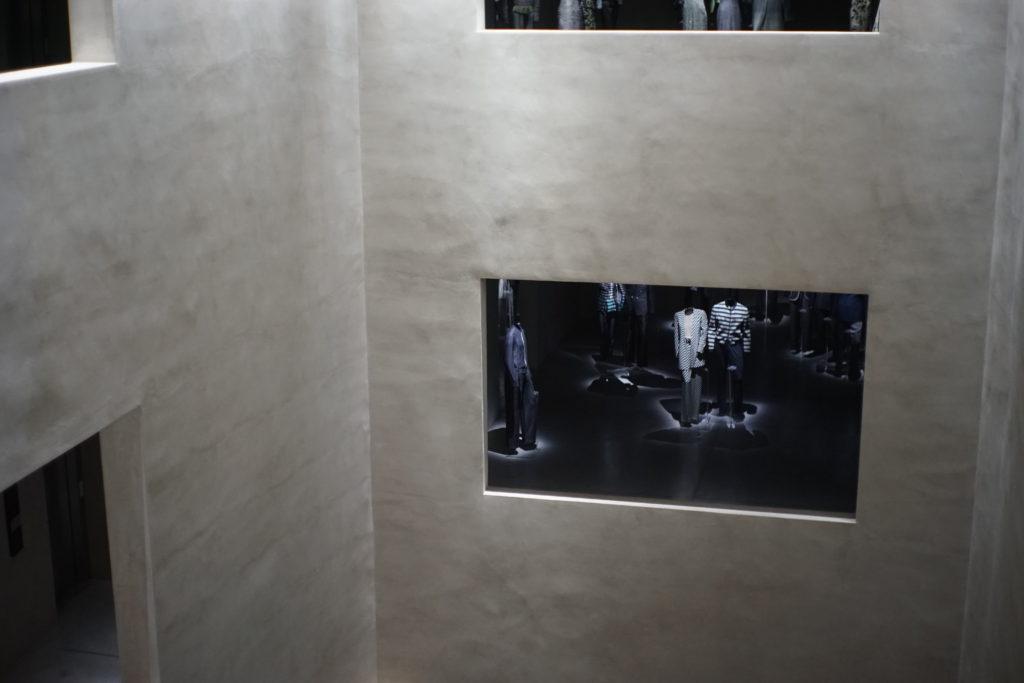 松澤穣Armani Silos ミラノのアルマーニ美術館大階段と吹抜