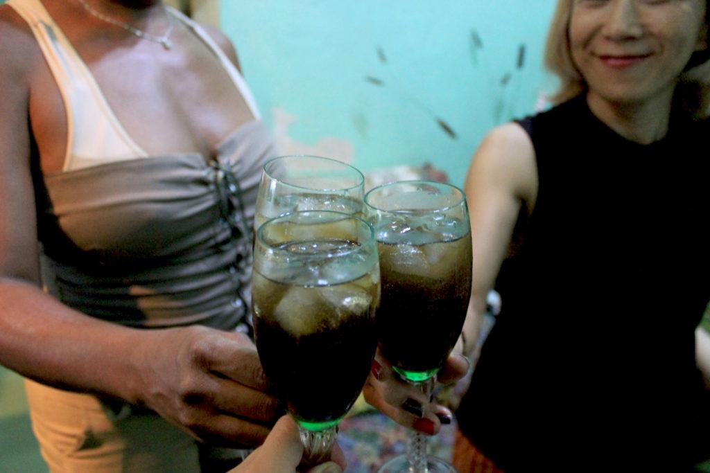 キューバの名産品・ラム酒とコーラを割ったお酒「キューバリブレ」