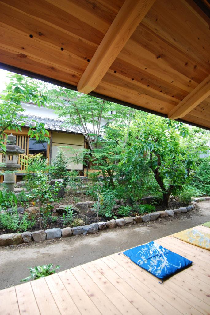 Ms建築設計事務所三澤文子設計の傘の家の縁側