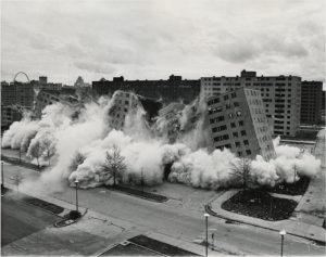 爆破されたプルーイット・アイゴーの集合住宅