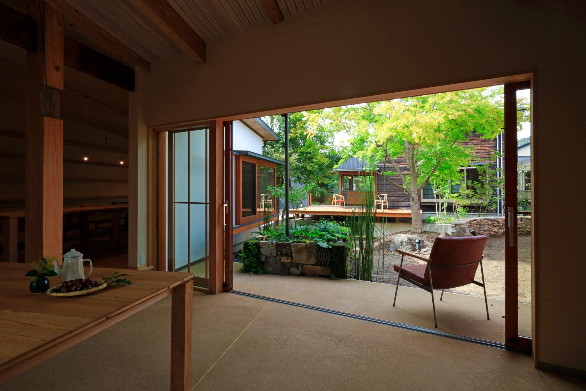 ぷらん・にじゅういち(趙海光)中庭が美しい平屋の現代町家