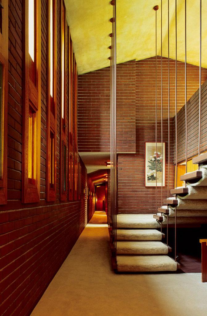 フランクロイドライトの吊り階段