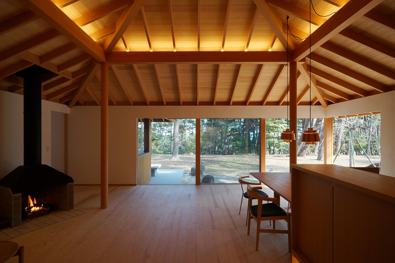 小野剛設計春霞の家の方形屋根の天井