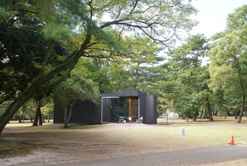 アニッシュ・カプーアIN別府の黒い展示室