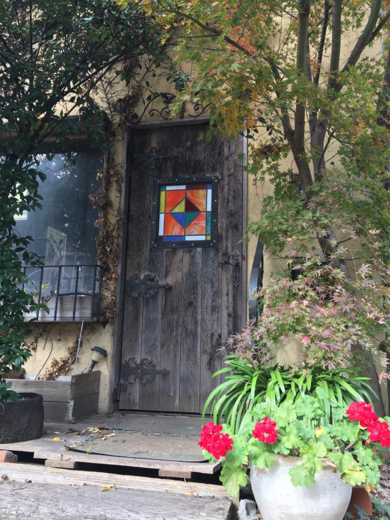 ステンドグラスの玄関ドア