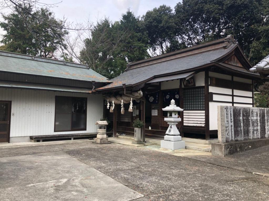 生目神社の本殿