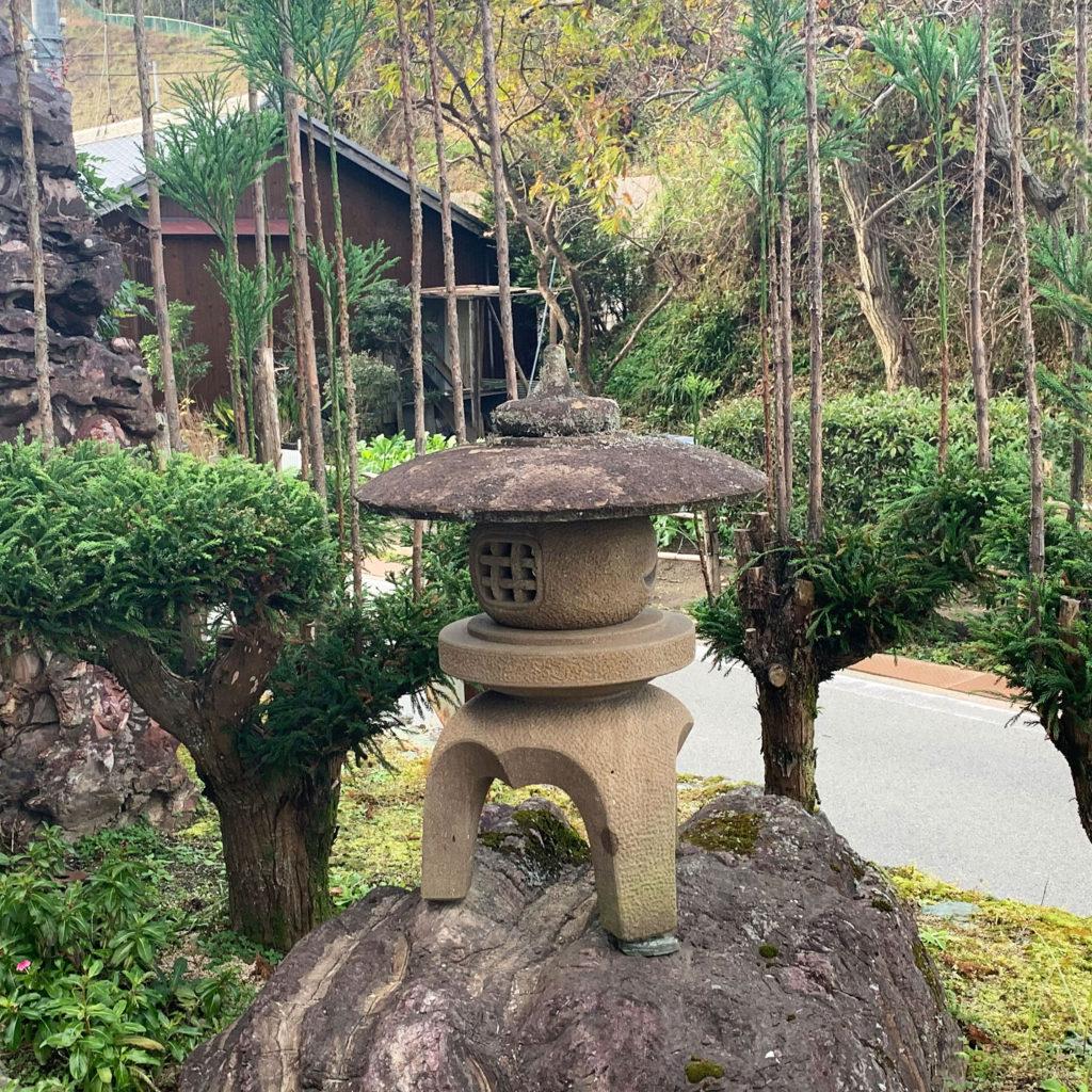 温泉石道の灯篭