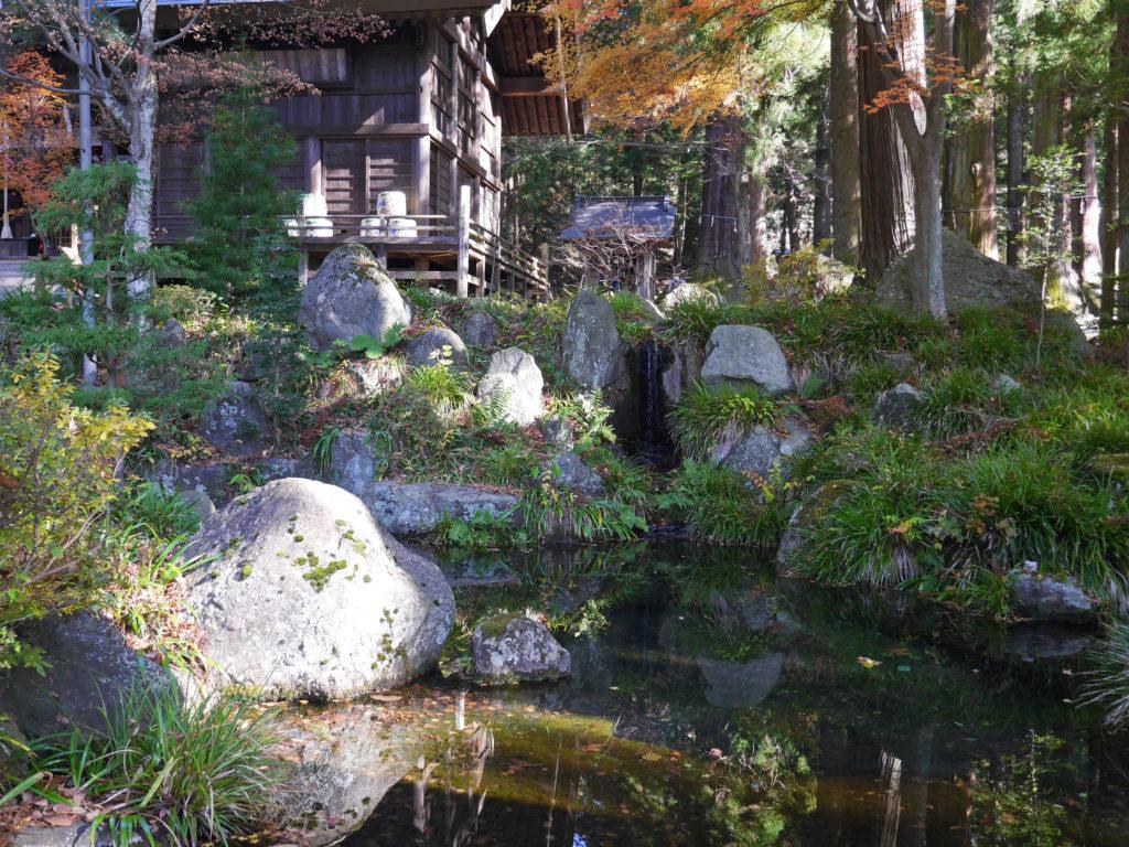 木花開耶姫をお祀りしている河口浅間神社の池