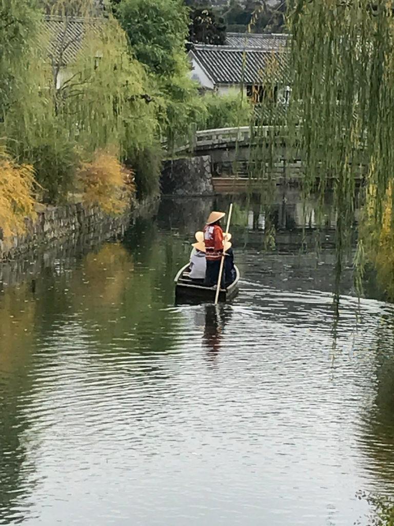 倉敷美観地区の倉敷川の船