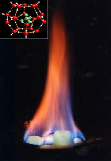 燃えているメタンハイドレート