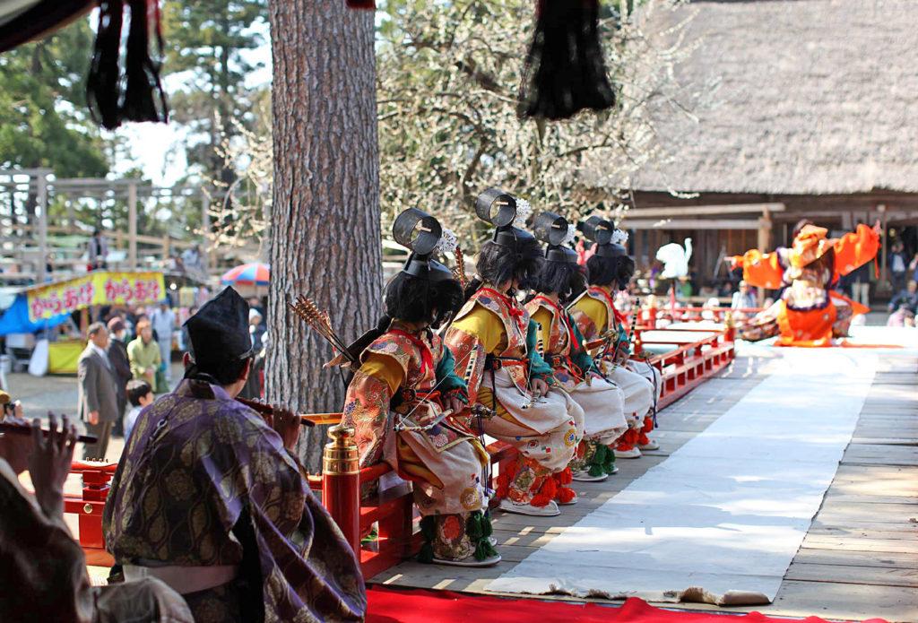 天津神社の舞楽奉納