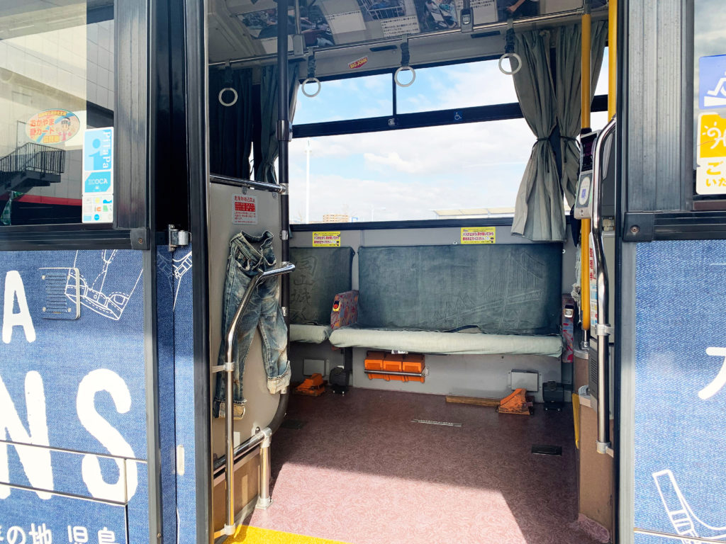 倉敷児島駅ジーンズバスの内部