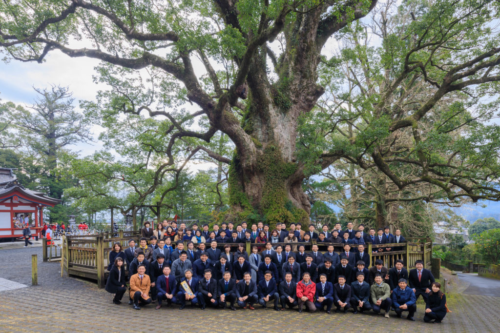 シンケンの恒例行事で大クスが宿る蒲生八幡神社に参拝