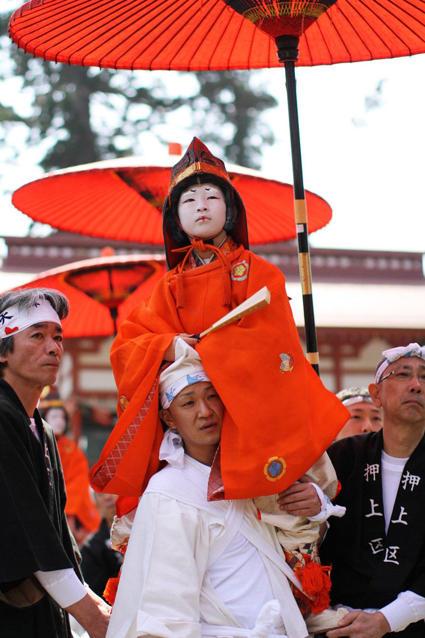 4月10日の天津神社春大祭のお稚児さん