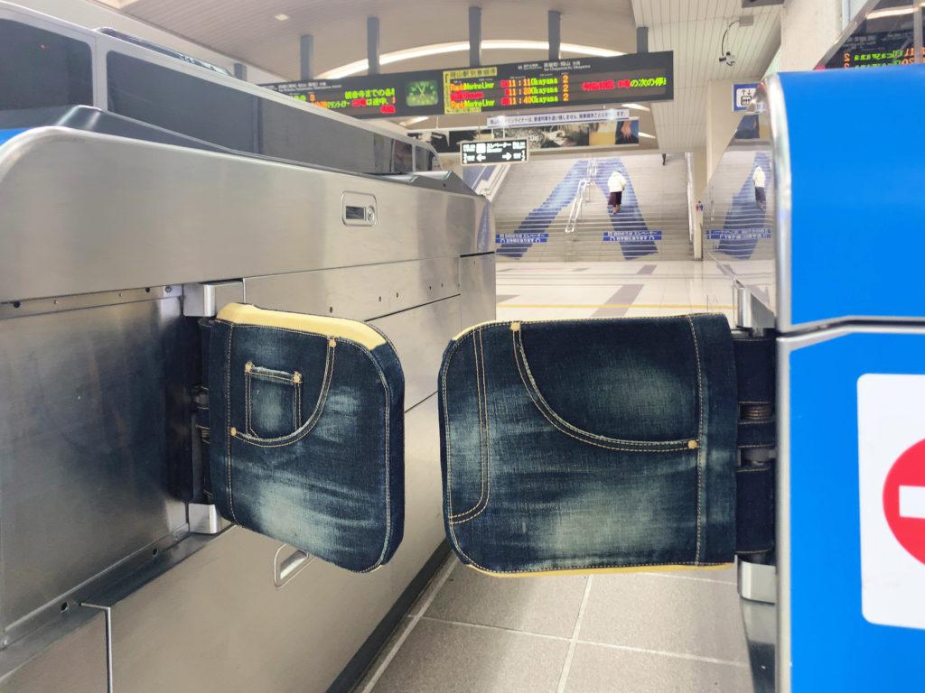 倉敷市児島駅のジーンズの改札