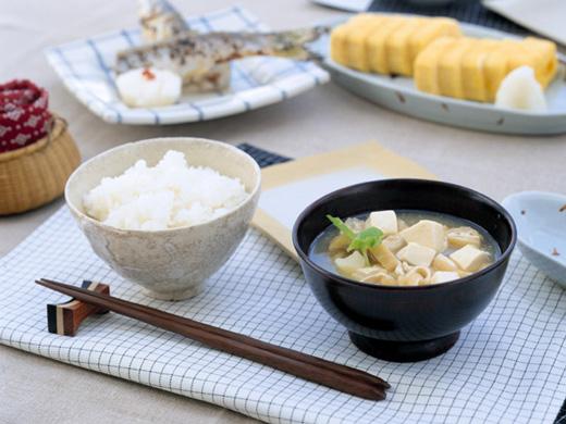ご飯と味噌汁と卵焼きと魚