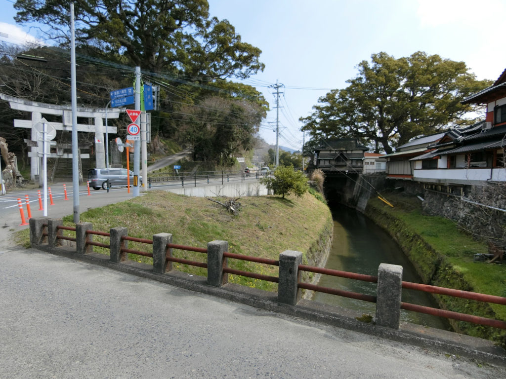 恵蘇八幡宮入り口