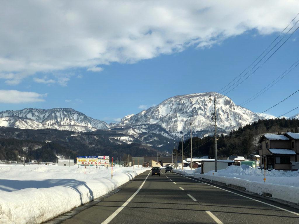 富山県との境の雪景色