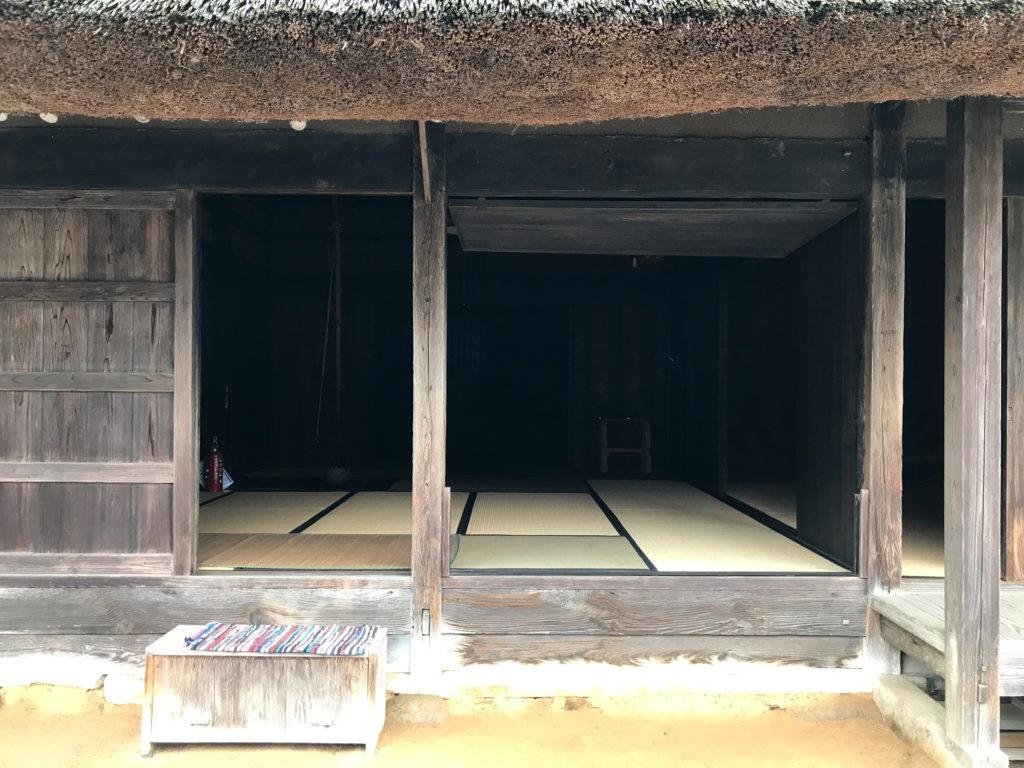 茅葺き屋根の国の重要文化財後藤家住宅