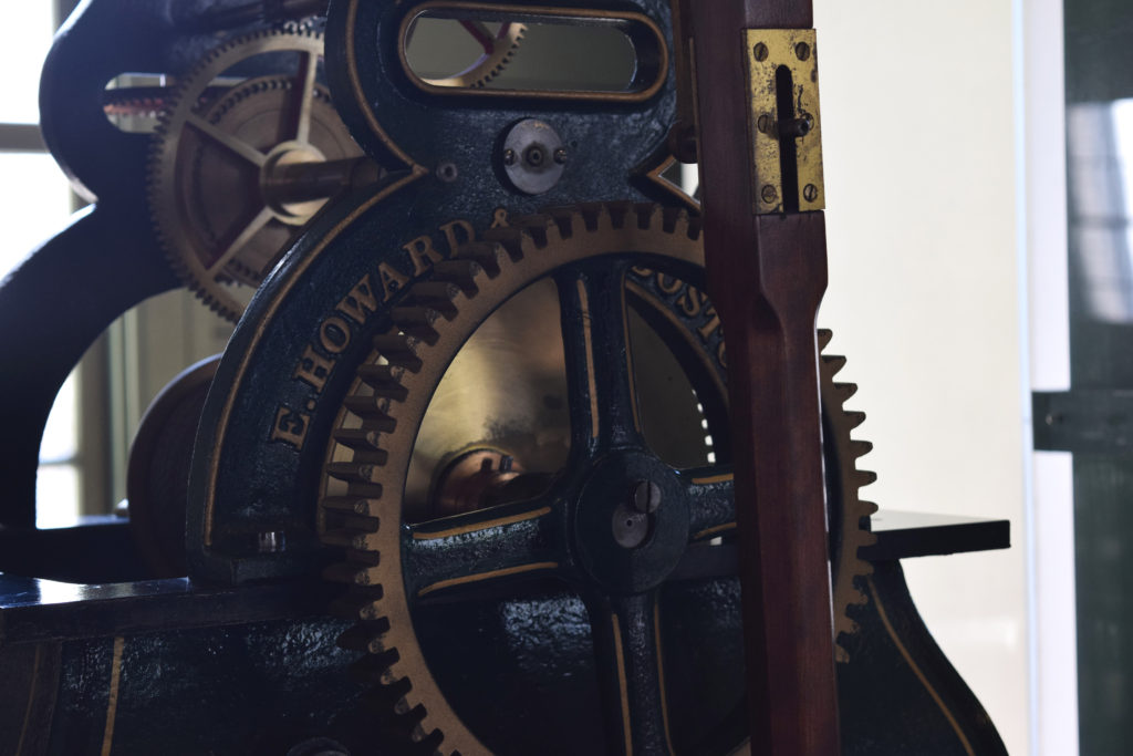札幌時計台のハワード社製の時計の歯車