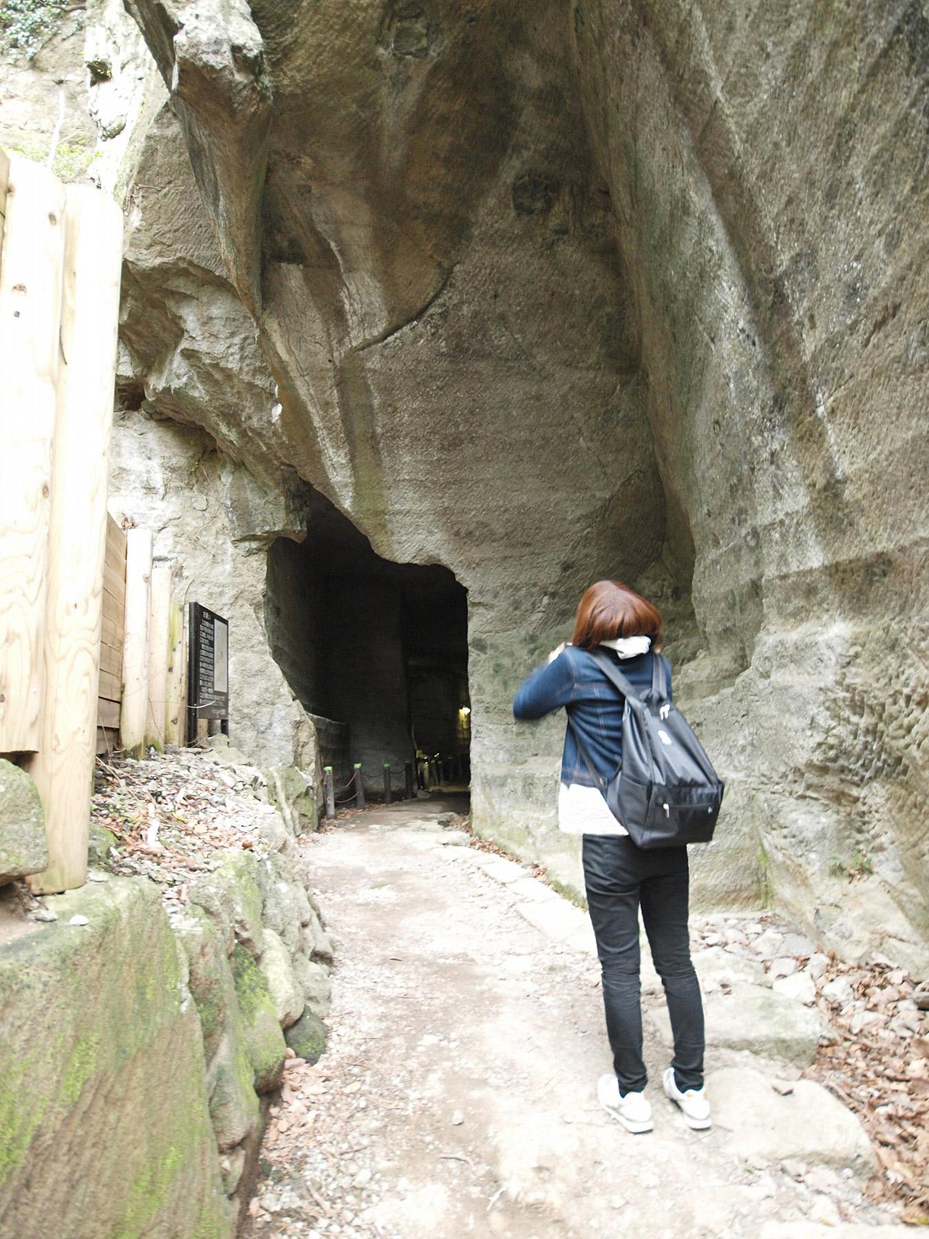 伊豆石の室岩洞入り口