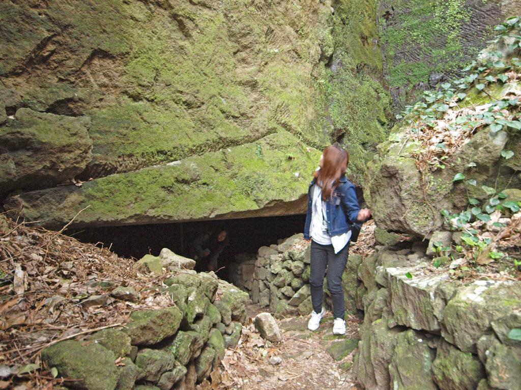 伊豆の室岩洞出口
