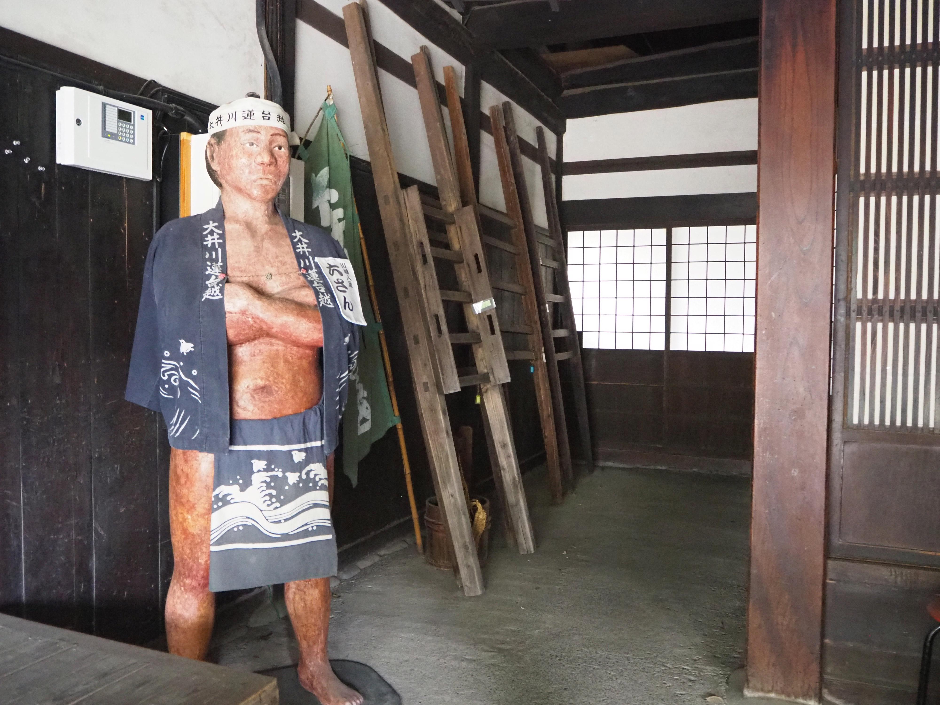 大井川連台越の六さん人形