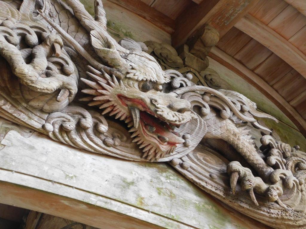 丸山八幡神社の龍の彫刻