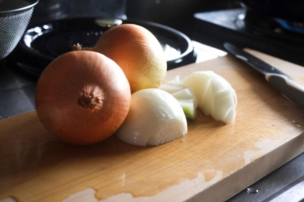 たまねぎを料理する