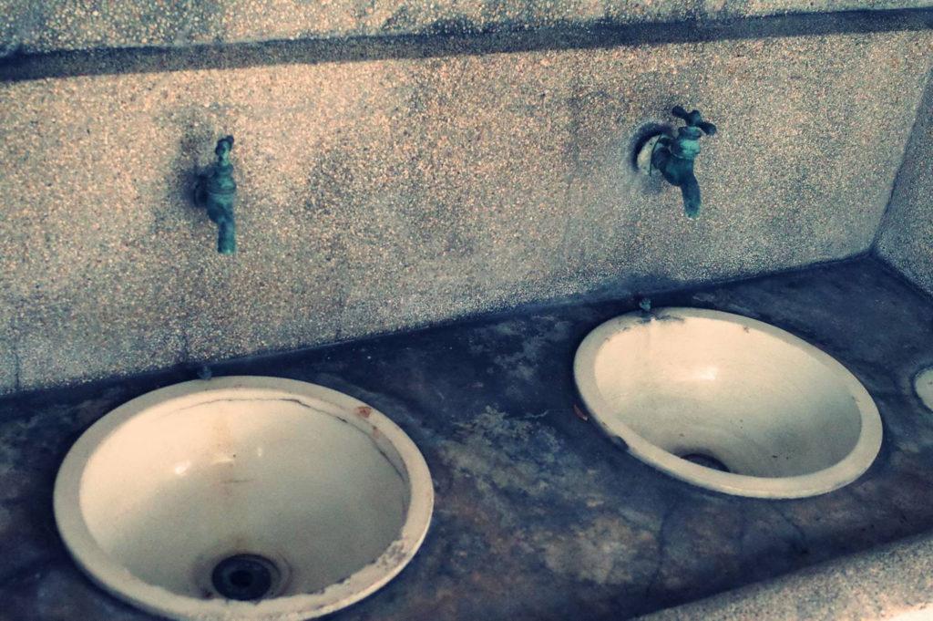 古い洗面所