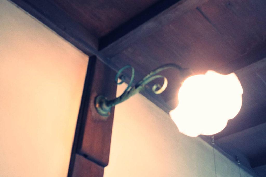 花形の照明