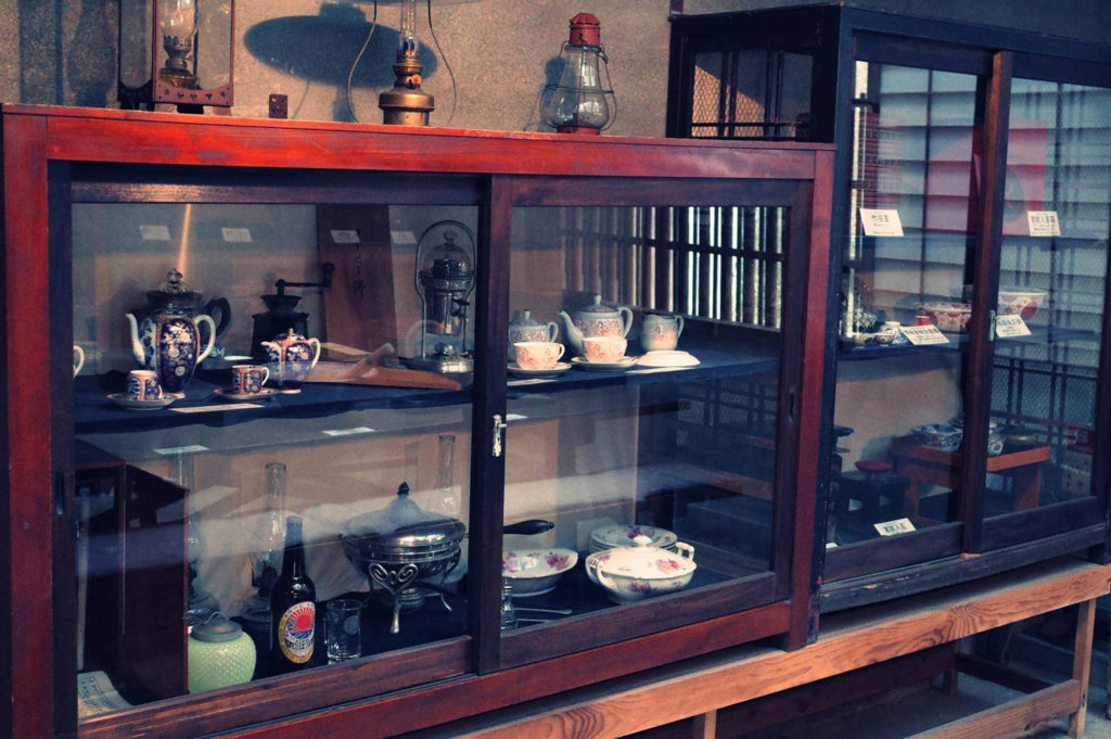 骨董品の食器たち
