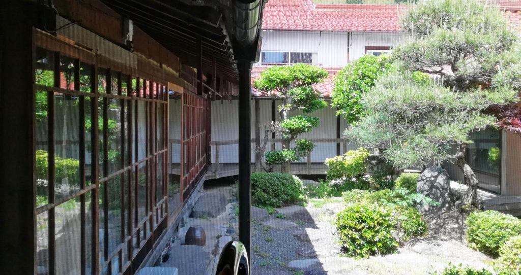 高津屋伊藤博石堂の庭
