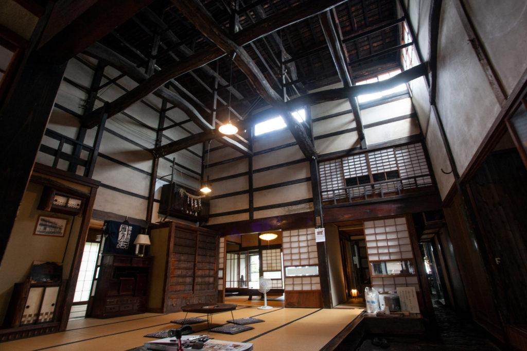 天井近くに窓が設置された旧今井染物屋