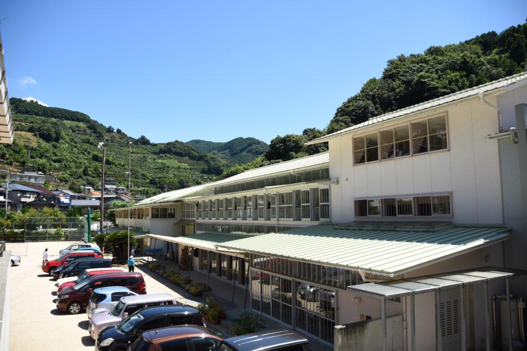 日土小学校駐車場