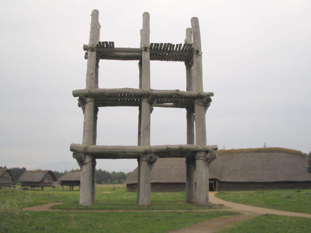 三内丸山遺跡復元六本柱建物