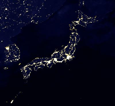夜の日本を空から見る