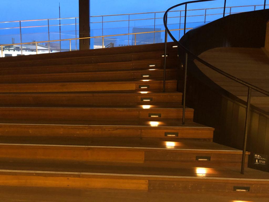 おりづるタワーの階段