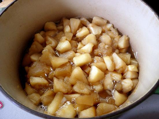 柔らかく煮たりんご