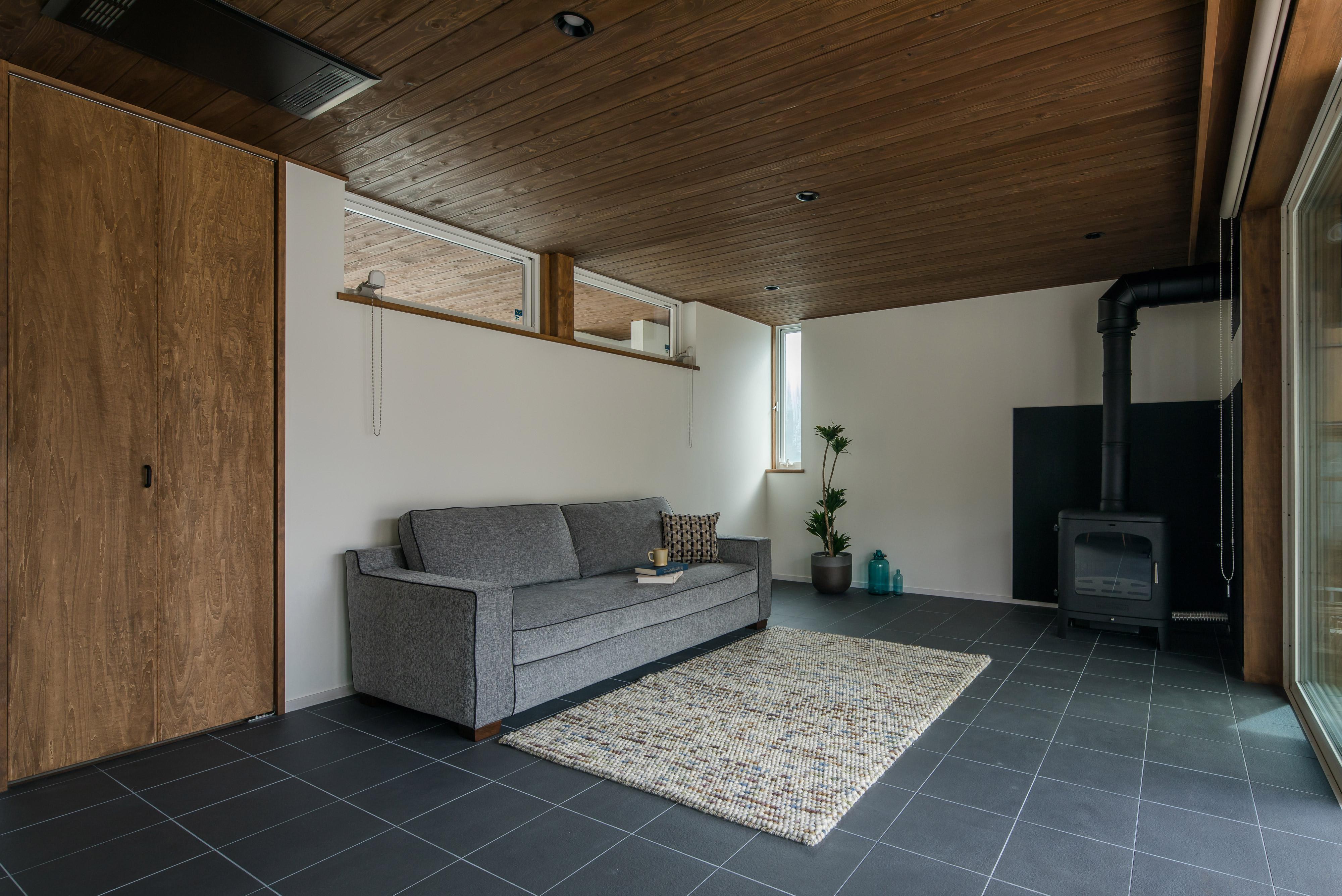 ソファベッドを置いたサロン兼ゲストルーム