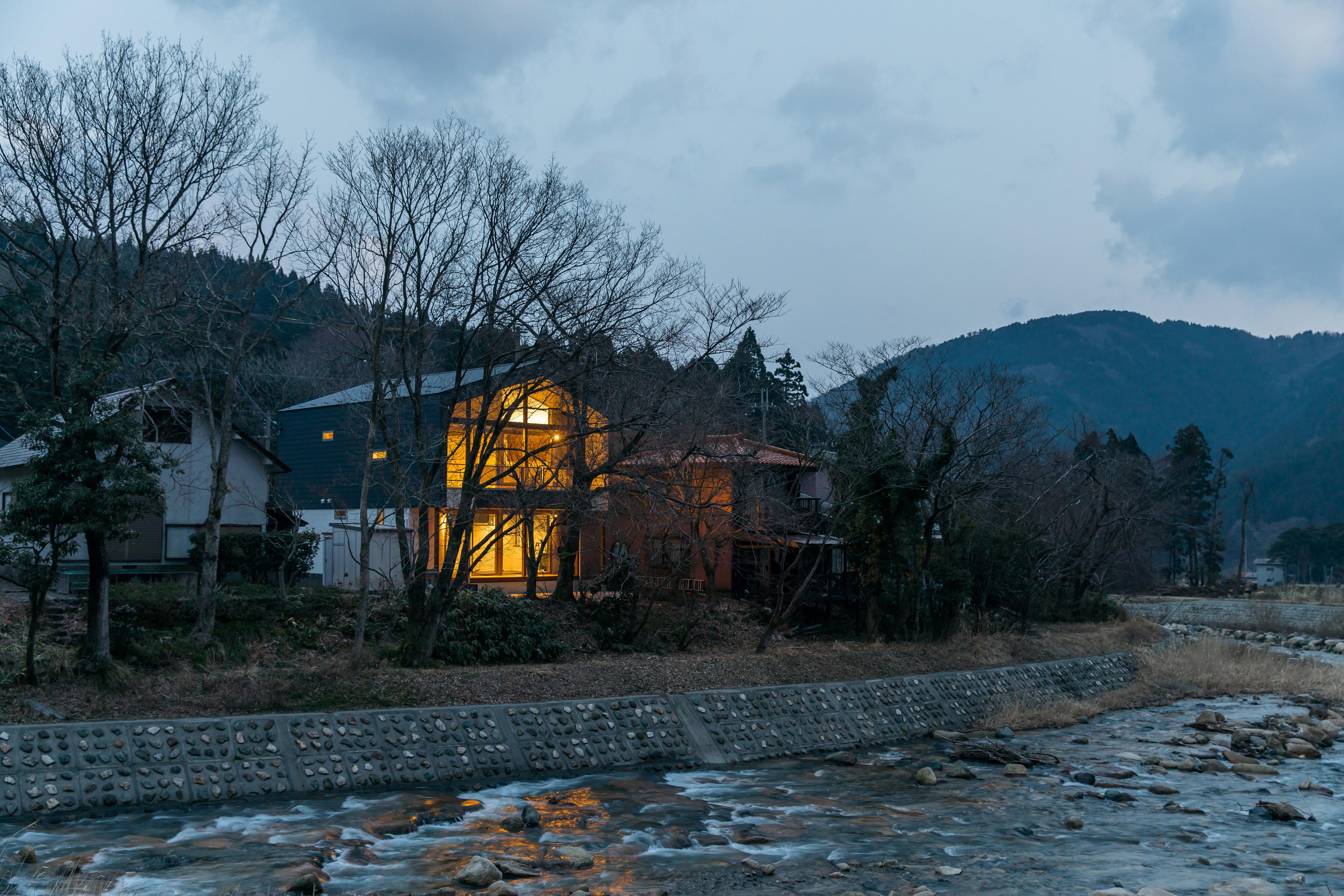 緑畔の家夜の外観