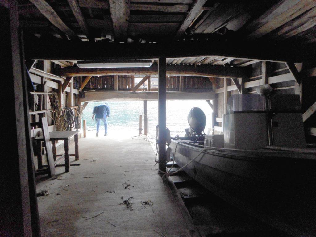 伊根最古の舟屋内部