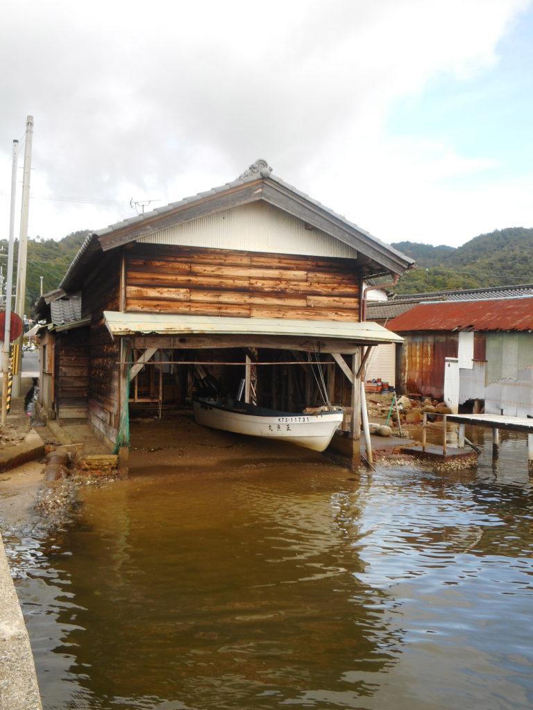 船を取り込む舟屋