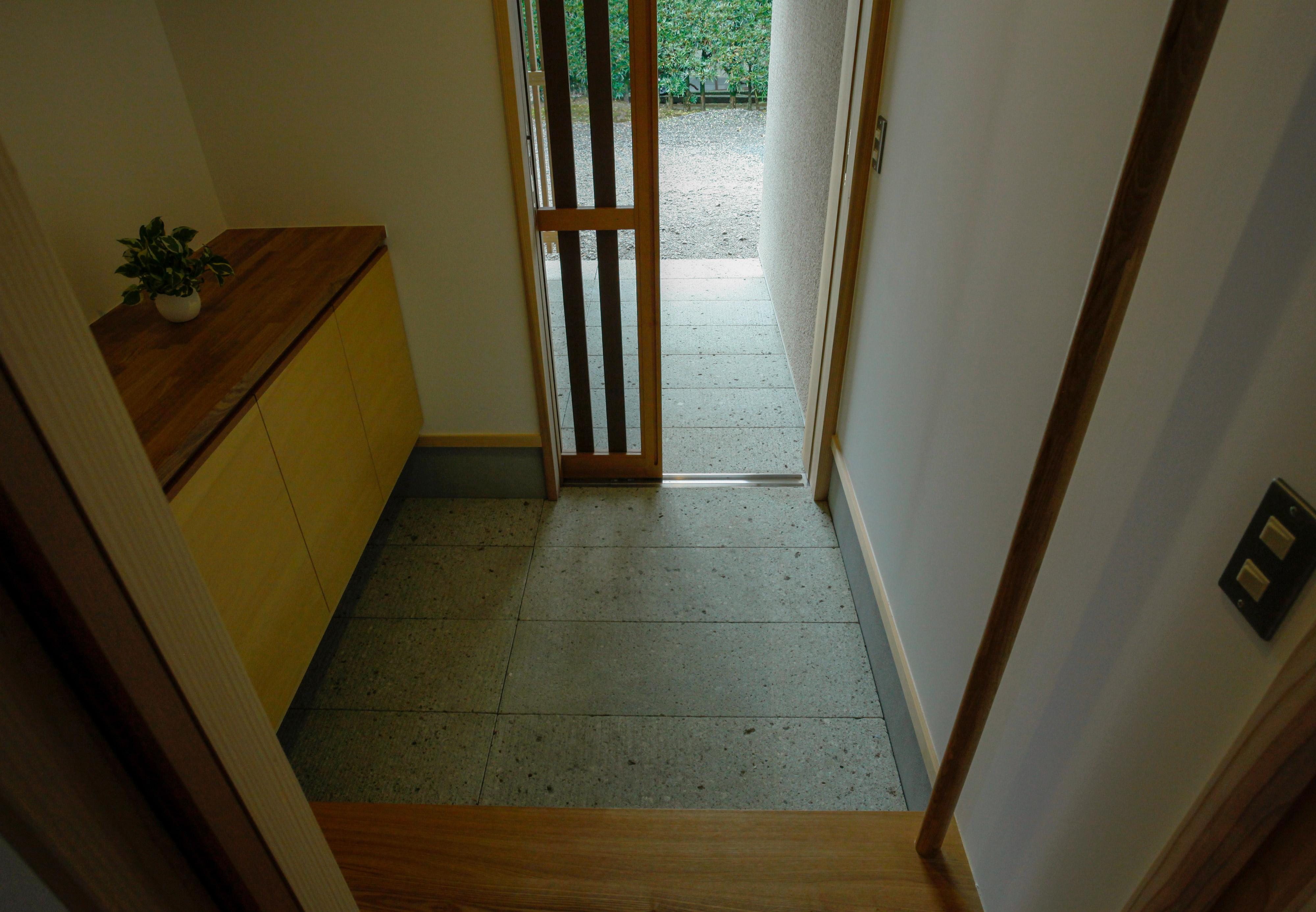大谷石の玄関