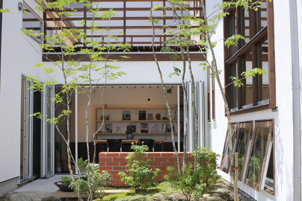 綺の家建業モデルハウスの中庭