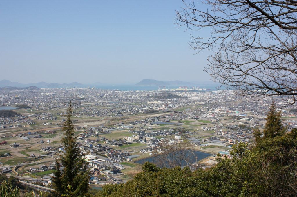 丸亀城と瀬戸の島