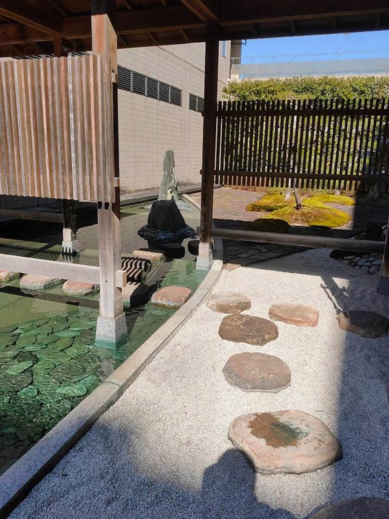 友琳の庭の飛び石