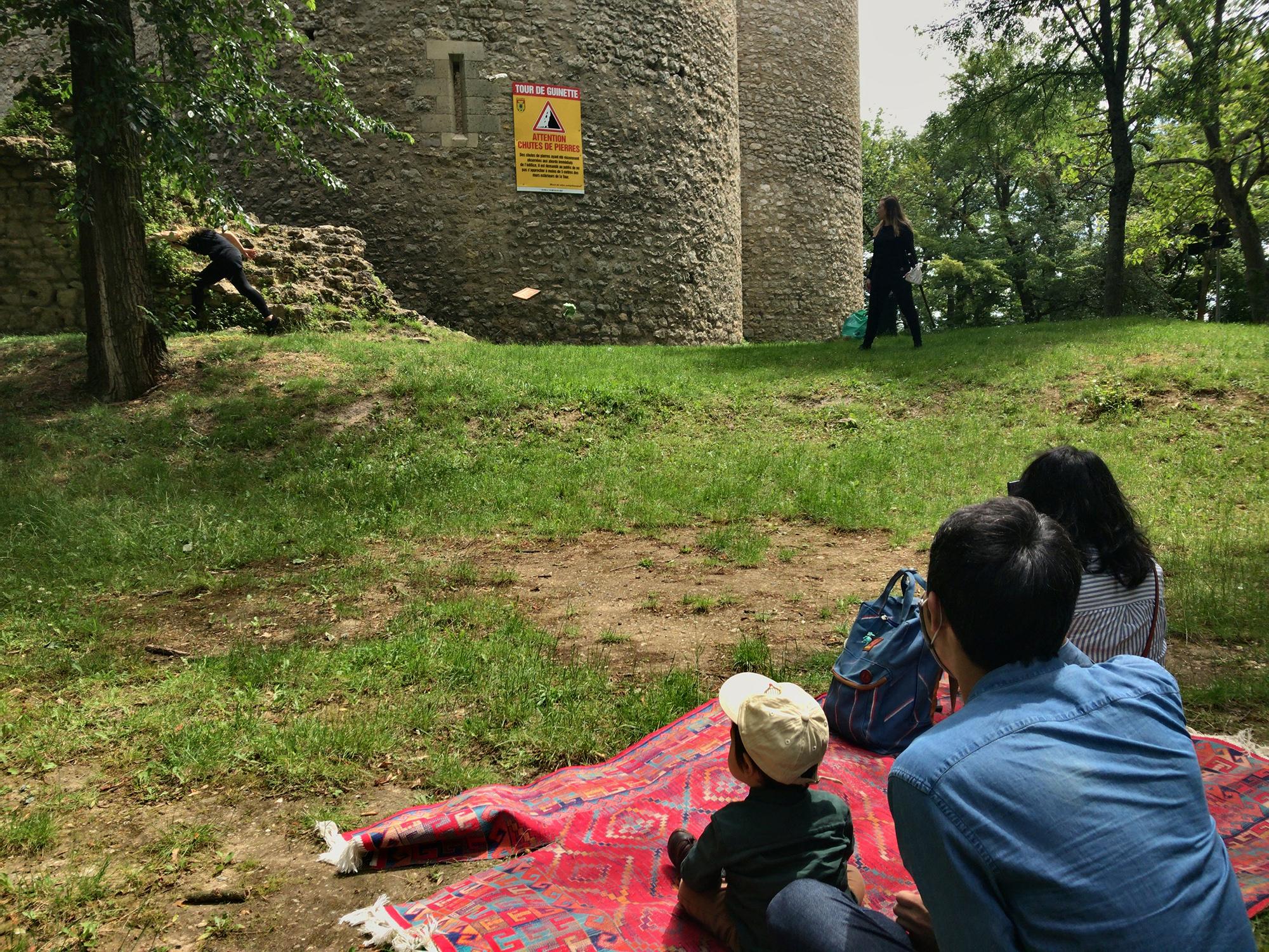 エタンプ古城周辺での観劇