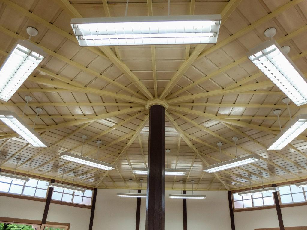 八角形の天井